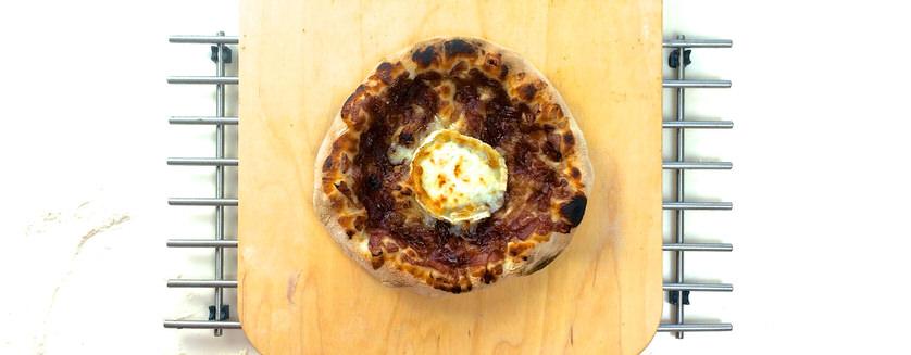 Ατομική pizza με καραμελωμένα κρεμμύδια!