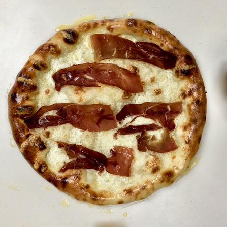 Pizza με κασέρι και παστουρμά à la πεινιρλί!