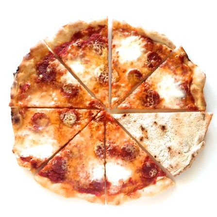 Pizza με σαλάμι και μετσοβόνε